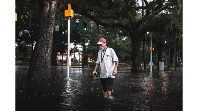 PICTURES ON THE SCENE: Flooding at MLK and Victory Drive