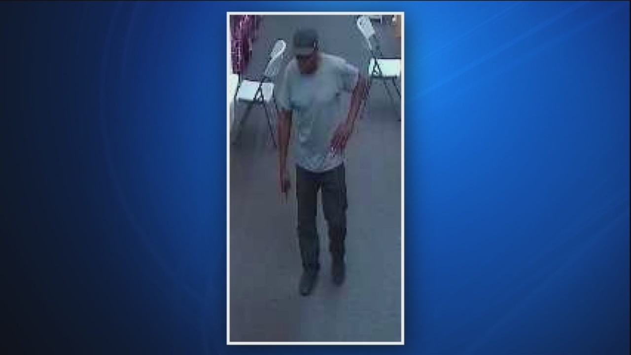 Savannah Police seek man who stole items from Fashion Tree on Victory Drive